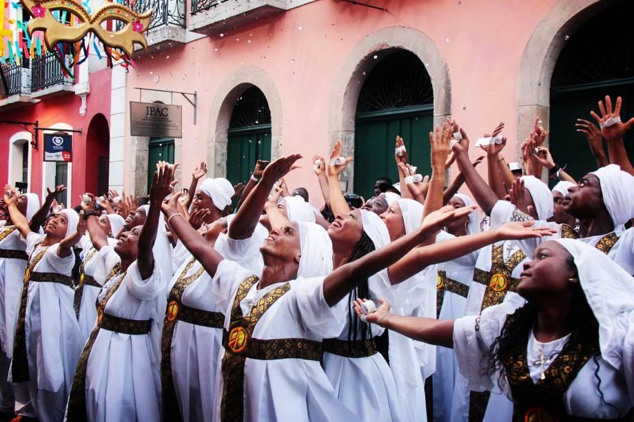 Uma das expressões culturais do Carnaval de Salvador é o Olodum, que sai às ruas do Pelourinho com seus tambores e dançarinos