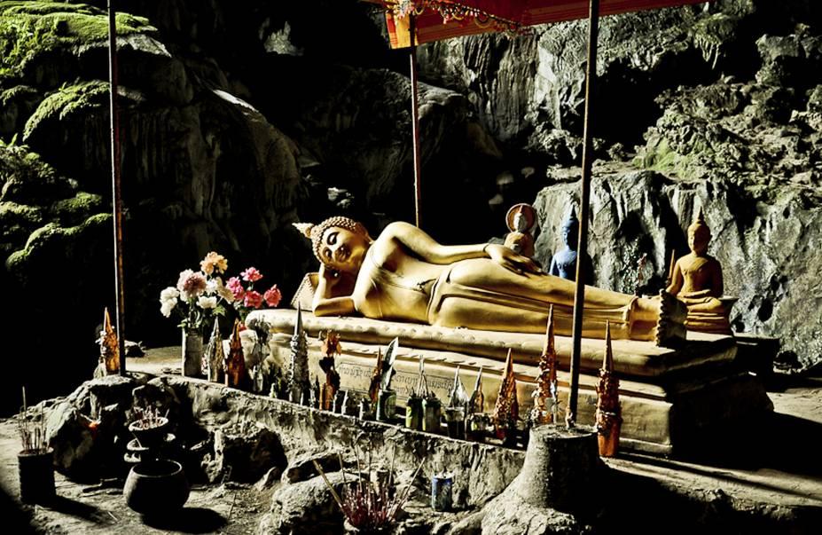 Caverna Tham Phu Kham, em Vang Vieng