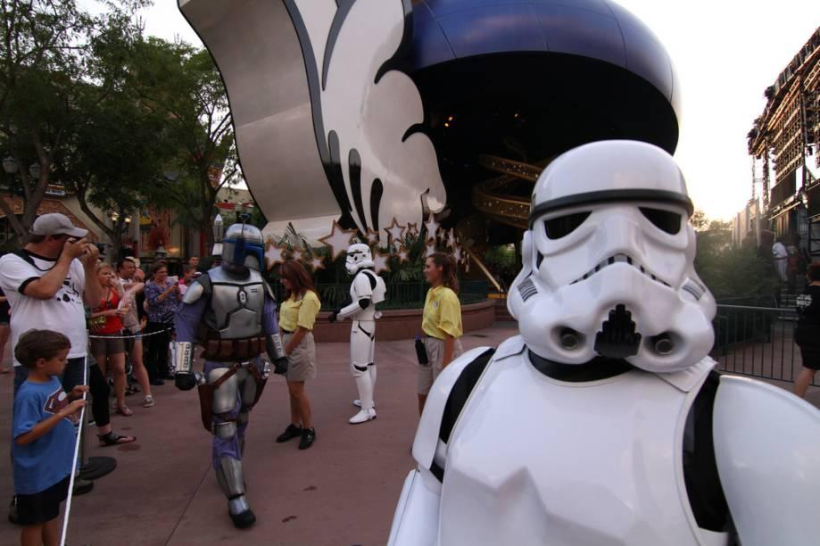 """O parque Hollywood Studios, no <a href=""""http://viajeaqui.abril.com.br/materias/walt-disney-world-resort"""" rel=""""Walt Disney World Resort"""">Walt Disney World Resort</a> de Orlando, possui várias atrações relacionadas ao mundo Star Wars desde que George Lucas vendeu os direitos da série para o grupo. Você encontrará aqui de """"treinamentos jedi"""" a paradas com todos os personagens"""