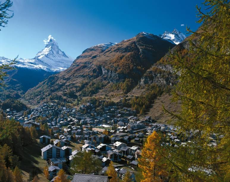 Resort a 1616 metros de altura, em Zermatt, ao lado da Montanha Matterhorn, que chega 4478 metros de altura