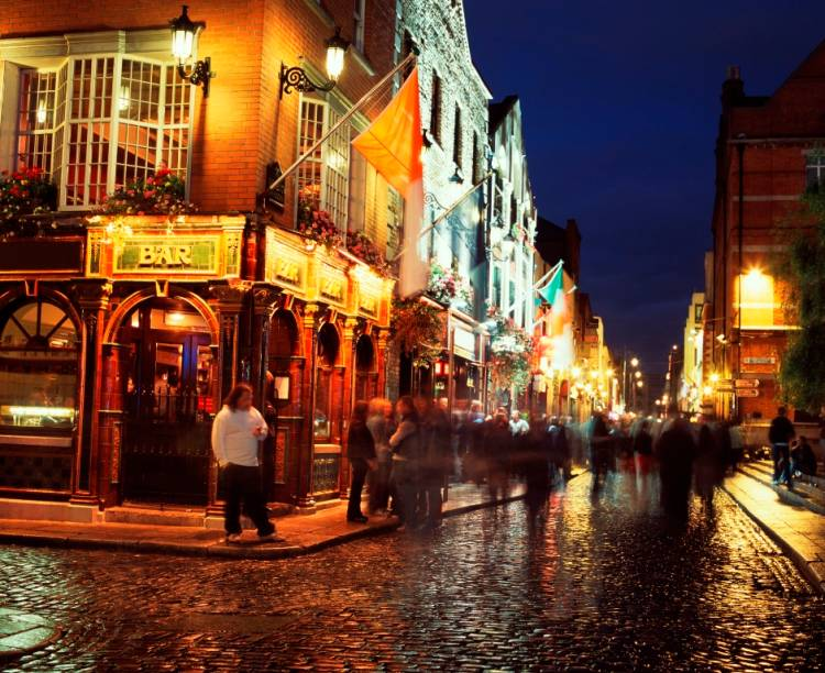 A vida noturna de Dublin é movimentada, repleta de pubs e de casas noturnas. Na dúvida, siga para o Temple Bar, região que concentra o maior número de opções por metro quadrado na capital irlandesa