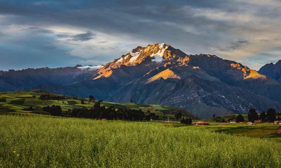 """O lindo pôr do Sol de Ollantaytambo, uma das poucas cidades incas ainda habitadas no <a href=""""http://viajeaqui.abril.com.br/paises/peru"""" rel=""""Peru"""" target=""""_self"""">Peru</a>"""