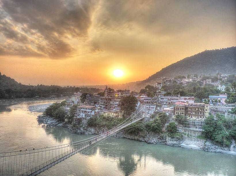 """<strong>8. Rishikesh</strong>    Essa cidadezinha aos pés do Himalaia ganhou fama mundial após ter sido visitada pelos Beatles em 1968. Foi ali que eles conheceram o guru da meditação transcedental Maharishi Mahesh Yogi e plantaram a semente do movimento hippie no ocidente. Até hoje, Rishikesh é um importante centro de peregrinação de ocidentais que buscam a evolução espiritual. <strong><a href=""""http://viajeaqui.abril.com.br/materias/india-espiritual-os-ashrams-e-os-gurus-do-pais"""" rel=""""SAIBA MAIS"""">SAIBA MAIS</a></strong>"""