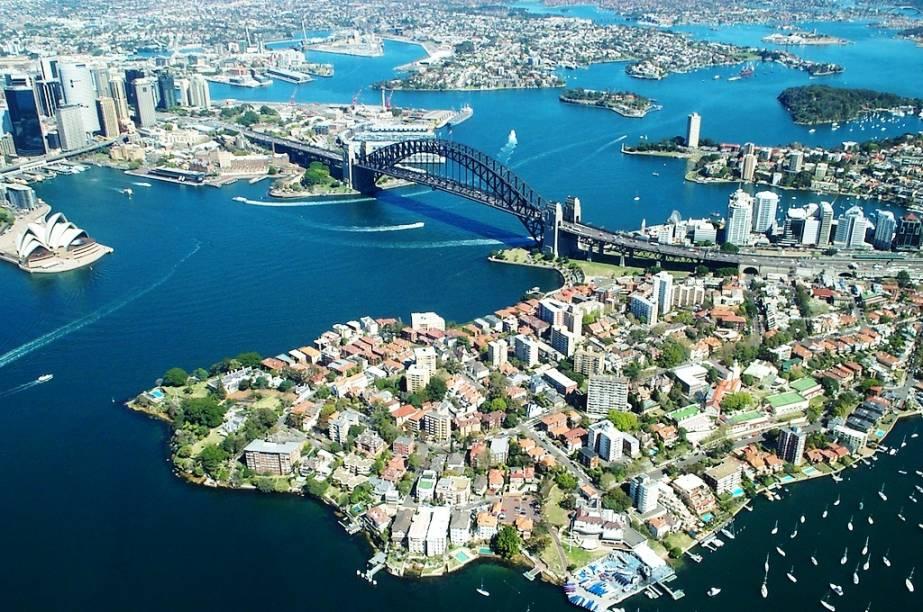 """<strong>Sydney Harbour Bridge, Austrália</strong>A manutenção da <a href=""""http://viajeaqui.abril.com.br/cidades/australia-sydney"""" rel=""""Sydney """">Sydney </a>Harbour Bridge exige 30 mil litros de tinta a cada demão. Antes de virar o Crocodilo Dundee, o ator Paul Hogan trabalhou na ponte"""