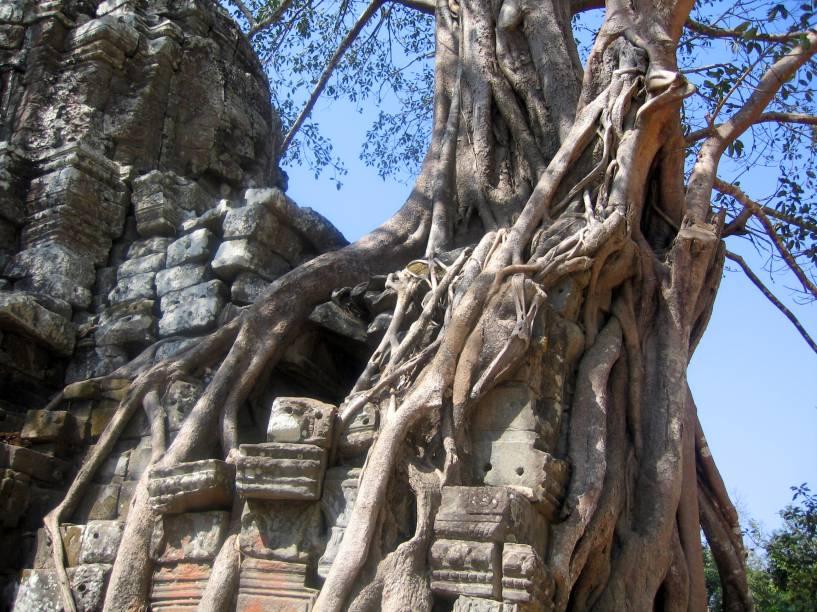 <strong>7. Ta Som</strong>Este templo entra na lista como outra construção impressionantemente tomada por árvores. É um templo pequeno que está sendo atualmente restaurado para melhorar sua estabilidade e segurança para visitantes