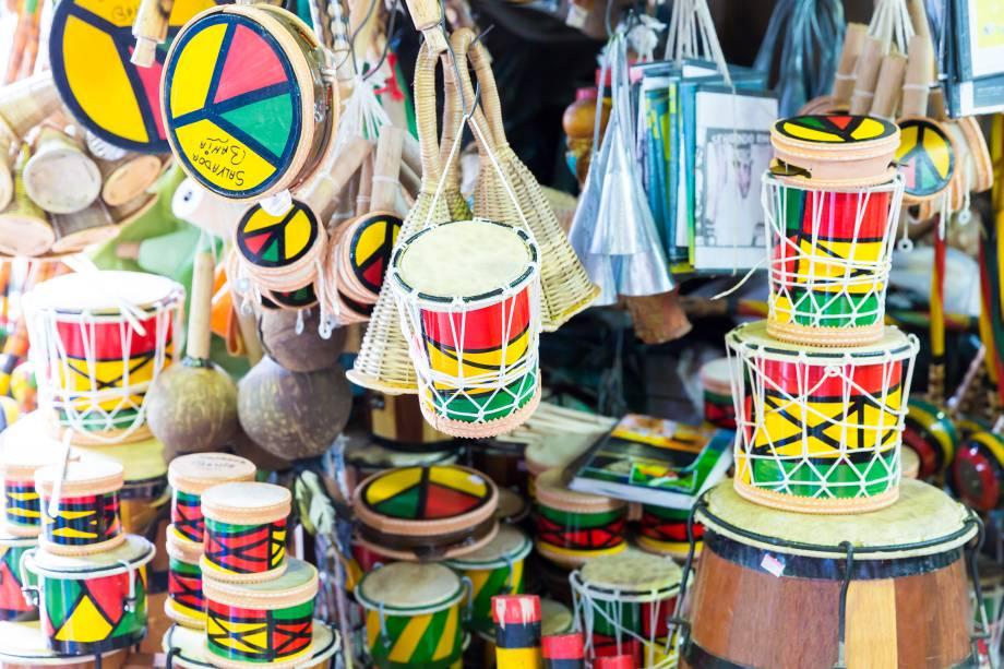 Tambores de Olodum à venda no Mercado Modelo