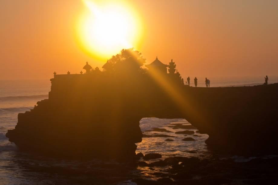 Os pequenos templos hindus em um promontório em Lombok, Pura Batu Bolong, são um dos muitos passeios possíveis a partir de Bali