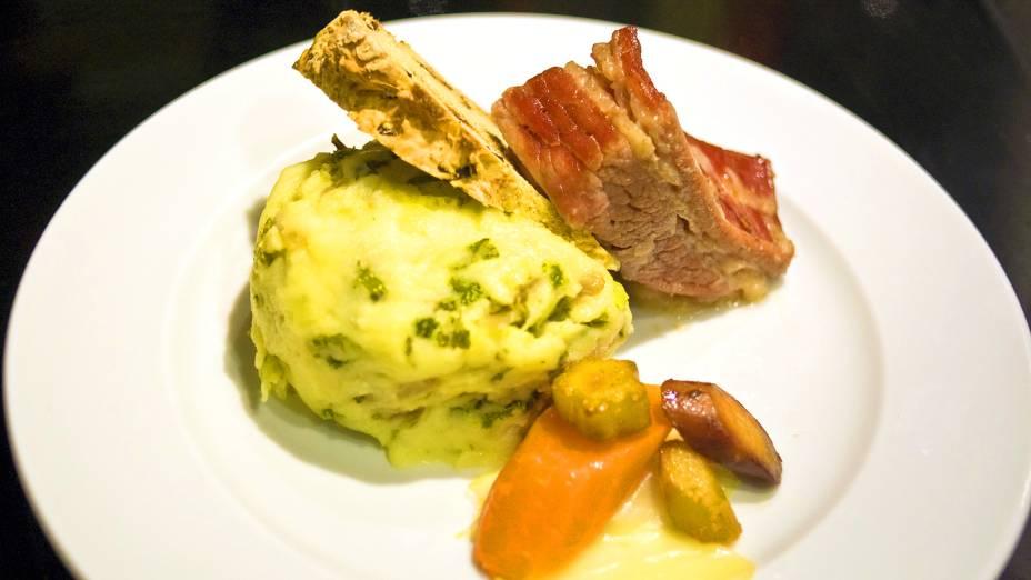 Retrato perfeito da culinária irlandesa, o Colcannon é uma receita saborosa que leva purê de batatas, couve, manteiga, sal e pimenta. Ele também pode vir acompanhado de carnes, pães e legumes