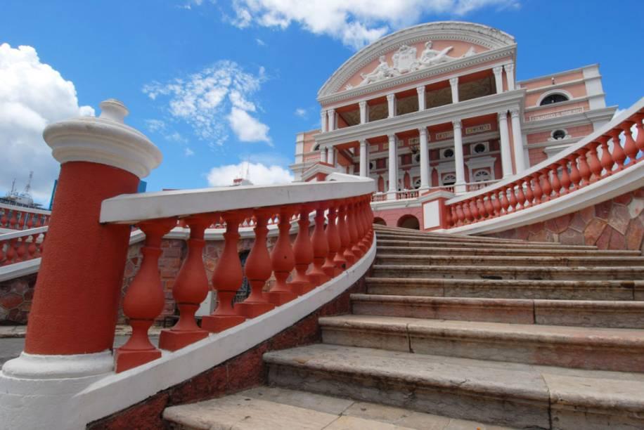 A imponente casa de espetáculos, símbolo do auge do Ciclo da Borracha, é a principal atração de Manaus, Amazonas