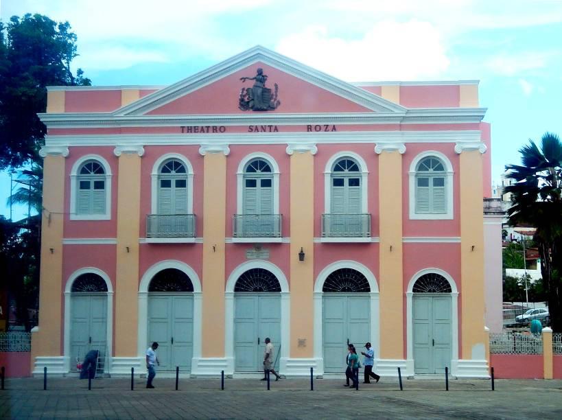 Teatro Santa Rosa, no Centro Histórico da cidade