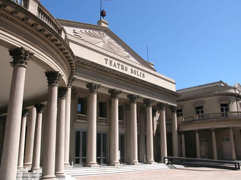 """<strong><a href=""""http://www.teatrosolis.org.uy/index_1.html"""" target=""""_blank"""" rel=""""noopener"""">Teatro Solís</a>, <a href=""""http://viajeaqui.abril.com.br/cidades/uruguai-montevideu"""" target=""""_blank"""" rel=""""noopener"""">Montevidéu</a>, <a href=""""http://viajeaqui.abril.com.br/paises/uruguai"""" target=""""_blank"""" rel=""""noopener"""">Uruguai</a></strong> Palco de eventos, shows de jazz, concertos e apresentações diversas, o teatro uruguaio é considerado um dos mais emblemáticos da América do Sul. Inaugurado em 1856 com a ópera <em>Ernani</em>, de Verdi, o edifício foi inspirado no Teatro Carlo Felice, em <a href=""""http://viajeaqui.abril.com.br/cidades/italia-genova"""" target=""""_blank"""" rel=""""noopener"""">Gênova</a>. Todo o processo de construção sofreu com interrupções bruscas graças aos eventos da Guerra Civil que assolaram o país - mas que só aumentaram a expectativa quanto à sua consolidação"""