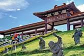 Ainda que você não siga o budismo nem acredite nessa filosofia, o Templo Zu Lai, em Cotia, e sua arquitetura oriental são verdadeiros convites a uma placidez digna dos tigres do Zooparque, em Itatiba