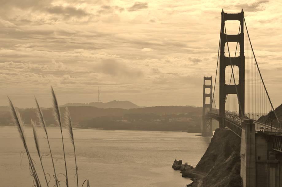 """<a href=""""http://viajeaqui.abril.com.br/estabelecimentos/estados-unidos-san-francisco-atracao-golden-gate-bridge"""" rel=""""Ponte Golden Gate"""" target=""""_blank"""">Ponte Golden Gate</a>, em <a href=""""http://viajeaqui.abril.com.br/cidades/estados-unidos-san-francisco"""" rel=""""San Francisco"""" target=""""_blank"""">San Francisco</a>, Califórnia, nos <a href=""""http://viajeaqui.abril.com.br/paises/estados-unidos"""" rel=""""Estados Unidos"""" target=""""_blank"""">Estados Unidos</a>"""