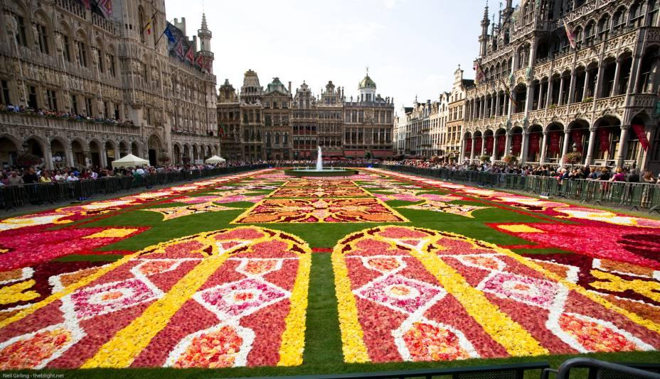 """Se você estiver de passagem pela Bélgica em junho, não deixe de assistir a celebração de Corpus Christi na Grand Place (foto), no coração da cidade de <a href=""""http://viajeaqui.abril.com.br/cidades/belgica-bruxelas"""" rel=""""Bruxelas"""" target=""""_blank"""">Bruxelas</a>. Antes de se espalhar pelo mundo, o país foi o pioneiro ao realizar a festa cristã na Idade Média, em Liège"""
