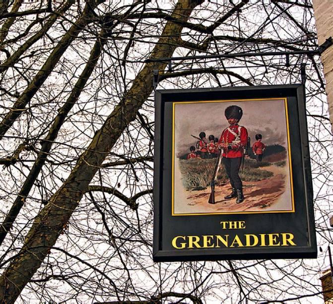 <strong>The Grenadier</strong>        No agradabilíssimo bairro de Belgravia, tem três pequenos salões interligados. Suas (poucas) mesas reúnem executivos no almoço e na happy hour. Para acompanhar sopas, filés e peixes, há ales como Timothy Taylor's, Wherry e Fuller's London Pride. <em>Wilton Row, Belgravia</em>