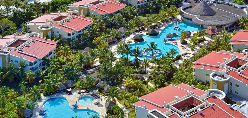 """<strong><a href=""""http://www.melia.com/en/hotels/dominican-republic/punta-cana/the-reserve-at-paradisus-punta-cana-resort/index.html?codigoHotel=5912"""" rel=""""The Reserve, no Paradisus Punta Cana Resort"""" target=""""_blank"""">The Reserve, no Paradisus Punta Cana Resort</a> – <a href=""""http://viajeaqui.abril.com.br/paises/republica-dominicana"""" rel=""""República Dominicana"""" target=""""_blank"""">República Dominicana</a></strong>        O The Reserve é um hotel boutique preparado para receber famílias no Resort Paradisus Punta Cana. Entre as facilidades do resort estão piscinas para adultos e crianças, spa de hidroterapia, campos de golfe particular e uma zona para crianças com brinquedos divertidos e monitores treinados. O Concierge Familiar, profissional que tem o objetivo de satisfazer as necessidades dos hóspedes durante sua estadia, está incluído no valor da diária. O resort não fica à beira mar, mas tem transporte gratuito até a areia        <a href=""""http://www.booking.com/hotel/do/the-reserve-at-paradisus-punta-cana.pt-br.html?aid=332455&label=viagemabril-resortscaribeallinclusive"""" rel=""""Reserve a sua hospedagem nesse resort através do Booking.com"""" target=""""_blank""""><em>Reserve a sua hospedagem nesse resort através do Booking.com</em></a>"""