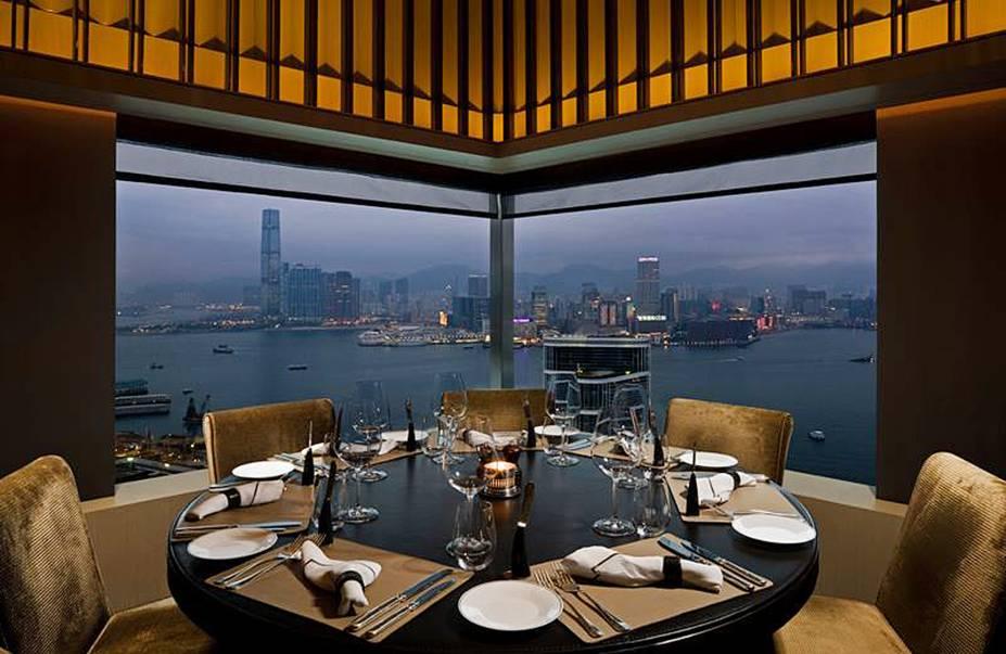 """<strong>19. The Upper House, <a href=""""http://viajeaqui.abril.com.br/cidades/china-hong-kong/fotos"""" rel=""""Hong Kong"""" target=""""_blank"""">Hong Kong</a>, <a href=""""http://viajeaqui.abril.com.br/paises/china/fotos"""" rel=""""China"""" target=""""_blank"""">China</a></strong>Com design de Andre Fu, um dos mais proeminentes artistas de Hong Kong, o hotel esbanja luxo e refinamento. A decoração moderna com obras de artistas contemporâneos chineses acompanha o conforto e o serviço personalizado do estabelecimento. O restaurante tem uma vista fantástica do Victoria Harbour.Mês mais barato para se hospedar: Fevereiro"""