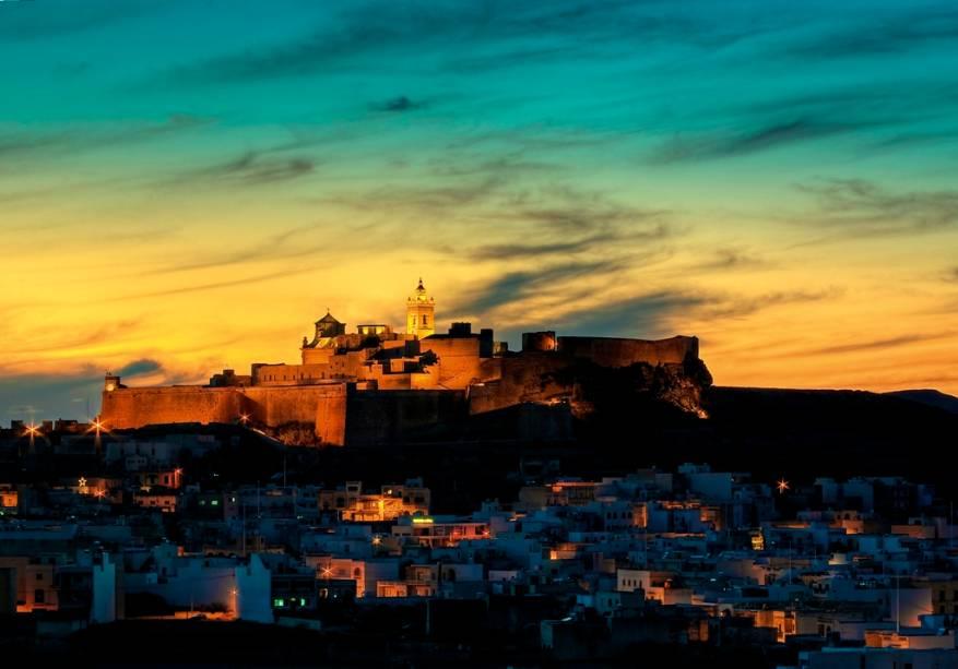 Cidadela de Gozo, localizada ao norte do país, ao entardecer