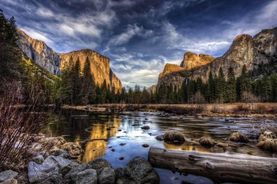 """<strong><a href=""""https://www.visiteosusa.com.br/destination/parque-nacional-de-yosemite"""" target=""""_blank"""" rel=""""noopener"""">Parque Nacional de Yosemite</a>, Estados Unidos:</strong> A região é um verdadeiro santuário os amantes da natureza, com belas trilhas e montanhas. Considerado um dos parques mais populares do país, o Yosemite recebe cerca de três milhões de visitantes por ano <em><a href=""""https://www.booking.com/searchresults.pt-br.html?aid=332455&sid=b6bf542626b1a2c7a9951e44506f270a&sb=1&src=searchresults&src_elem=sb&error_url=https%3A%2F%2Fwww.booking.com%2Fsearchresults.pt-br.html%3Faid%3D332455%3Bsid%3Db6bf542626b1a2c7a9951e44506f270a%3Btmpl%3Dsearchresults%3Bac_click_type%3Db%3Bac_position%3D0%3Bclass_interval%3D1%3Bdest_id%3D900069626%3Bdest_type%3Dlandmark%3Bdtdisc%3D0%3Bfrom_sf%3D1%3Bgroup_adults%3D2%3Bgroup_children%3D0%3Binac%3D0%3Bindex_postcard%3D0%3Blabel_click%3Dundef%3Bno_rooms%3D1%3Boffset%3D0%3Bpostcard%3D0%3Braw_dest_type%3Dlandmark%3Broom1%3DA%252CA%3Bsb_price_type%3Dtotal%3Bsearch_selected%3D1%3Bshw_aparth%3D1%3Bslp_r_match%3D0%3Bsrc%3Dsearchresults%3Bsrc_elem%3Dsb%3Bsrpvid%3D12017f624091003e%3Bss%3DEntrada%2520Oeste%2520del%2520Parque%2520Nacional%2520de%2520Yellowstone%252C%2520West%2520Yellowstone%252C%2520Montana%252C%2520Estados%2520Unidos%3Bss_all%3D0%3Bss_raw%3DParque%2520Nacional%2520de%2520Yellowstone%3Bssb%3Dempty%3Bsshis%3D0%3Bssne%3DParque%2520Nacional%2520da%2520Serra%2520da%2520Capivara%2520-%2520R.%2520Dr.%2520Lu%25C3%25ADs%2520Paix%25C3%25A3o%2520-%2520Milonga%252C%2520State%2520of%2520Piau%25C3%25AD%252C%2520Brazil%3Bssne_untouched%3DParque%2520Nacional%2520da%2520Serra%2520da%2520Capivara%2520-%2520R.%2520Dr.%2520Lu%25C3%25ADs%2520Paix%25C3%25A3o%2520-%2520Milonga%252C%2520State%2520of%2520Piau%25C3%25AD%252C%2520Brazil%3Btop_ufis%3D1%26%3B&ss=Parque+Nacional+de+Yosemite%2C+Estados+Unidos&is_ski_area=&ssne=Yellowstone+National+Park+West+Entrance&ssne_untouched=Yellowstone+National+Park+West+Entrance&checkin_monthday=&checkin_m"""