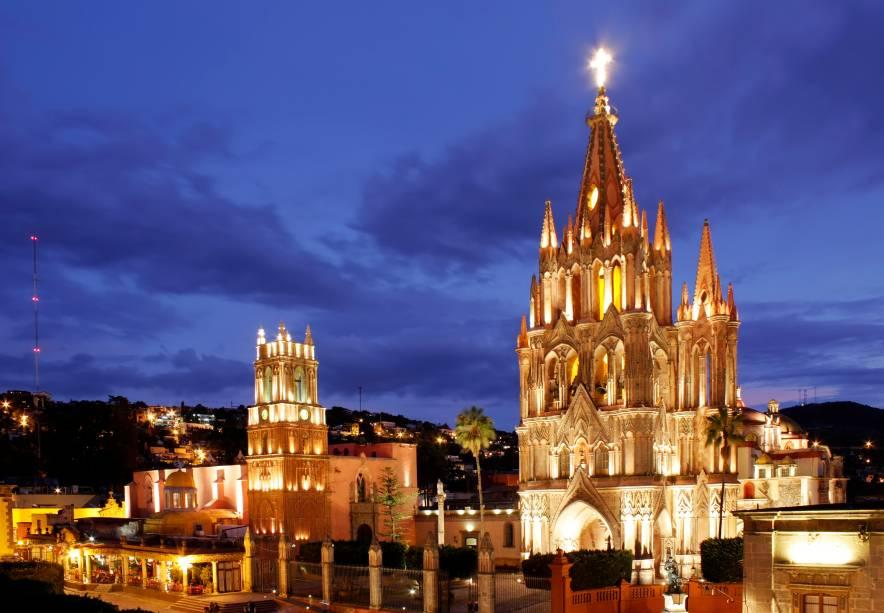 """<strong>San Miguel de Allende – <a href=""""http://viajeaqui.abril.com.br/paises/mexico"""" rel=""""México"""" target=""""_blank"""">México</a></strong>Quem faz da pequenina e colonial San Miguel de Allende uma cidade ainda mais especial no Natal são seus moradores. Na véspera do Natal é comum se deparar com muitos Josés e Marias (moradores caracterizados) andando pelas ruas da cidade. A programação cultural local nessa época também é marcada por teatros e corais temáticos<a href=""""http://www.booking.com/city/mx/san-miguel-de-allende.pt-br.html?aid=332455&label=viagemabril-natal"""" rel=""""Veja hotéis em San Miguel de Allende no booking.com"""" target=""""_blank""""><em>Veja hotéis em San Miguel de Allende no Booking.com</em></a>"""