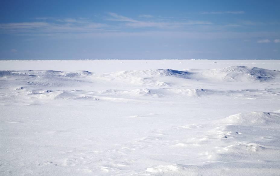 """<strong>13. <a href=""""https://www.youtube.com/watch?v=4Kvd-uquuhI"""" rel=""""30 Seconds To Mars – A Beautiful Lie"""" target=""""_blank"""">30 Seconds To Mars – A Beautiful Lie</a> - Arctic Circle, Groelândia e <a href=""""http://viajeaqui.abril.com.br/paises/islandia"""" rel=""""Islândia"""" target=""""_self"""">Islândia</a></strong>                        O clipe seria gravado, a princípio, no Alasca e no Polo Norte. No entanto, as locações foram alteradas a pedido do vocalista, que preferiu filmar no frio da <strong>Groelândia (foto)</strong> e da Islândia. Brrr"""