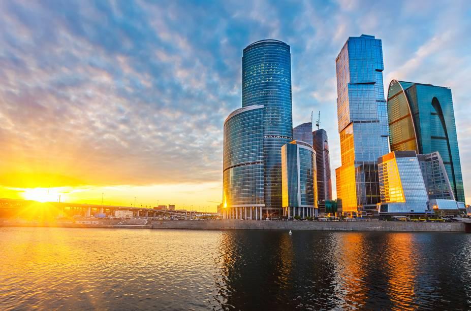 """<strong>4º Lugar: <a href=""""http://viajeaqui.abril.com.br/cidades/russia-moscou"""" rel=""""Moscou, Rússia"""" target=""""_blank"""">Moscou, Rússia</a></strong>Não é só da <a href=""""http://viajeaqui.abril.com.br/estabelecimentos/russia-moscou-atracao-catedral-de-sao-basilio"""" rel=""""Catedral de São Basílio"""" target=""""_blank"""">Catedral de São Basílio</a> que se faz a beleza de Moscou<em><a href=""""http://www.booking.com/city/ru/moscow.pt-br.html?aid=332455&label=viagemabril-skylines"""" rel=""""Veja hotéis em Moscou no booking.com"""" target=""""_blank"""">Veja hotéis em Moscou no booking.com</a></em>"""