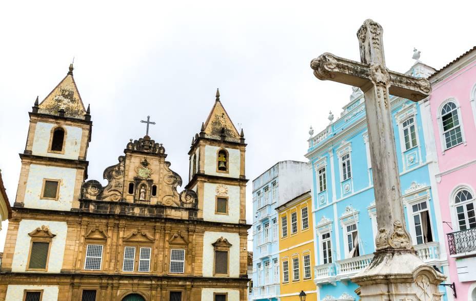 """Fachada da <a href=""""http://viajeaqui.abril.com.br/estabelecimentos/br-ba-salvador-atracao-igreja-e-convento-de-sao-francisco"""" rel=""""Igreja e Convento de São Francisco"""" target=""""_blank"""">Igreja e Convento de São Francisco</a>, no <a href=""""http://viajeaqui.abril.com.br/estabelecimentos/br-ba-salvador-atracao-pelourinho"""" rel=""""Pelourinho"""" target=""""_blank"""">Pelourinho</a>, centro histórico de Salvador"""
