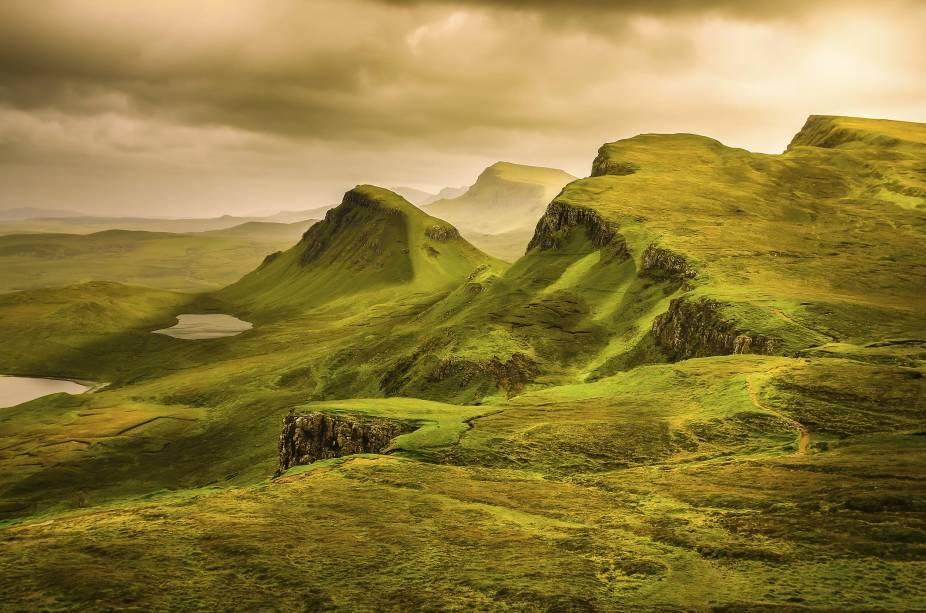 """No extremo norte da Escócia, estão as <a href=""""http://viajeaqui.abril.com.br/cidades/reino-unido-highlands"""" rel=""""Highlands"""" target=""""_blank""""><strong>Highlands</strong></a>– suas paisagens dramáticas foram lar da civilizaçãogaélica, e hoje as ruínas de castelos mesclam-se à relva selvagem e aos pores do sol estonteantes"""