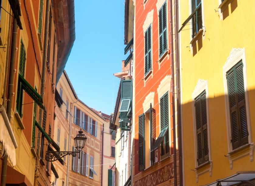 """As ruas de Sestri Levante, na província de <a href=""""http://viajeaqui.abril.com.br/cidades/italia-genova"""" rel=""""Gênova"""">Gênova</a>"""
