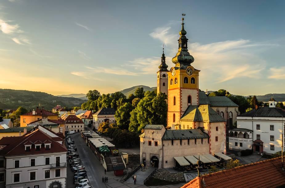 Às margens do Rio Hron, a cidade de Banská Bystrica é marcada por prédios e casas antigas, que trazem ao turista a sensação de estar em um lugar que parou no tempo