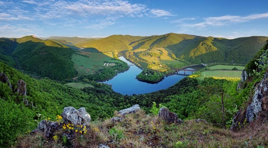 A beleza do Lago Ruzin está entre os destaques das paisagens do interior do país. Sua localização situa-se próxima à cidade de Kosice, a segunda maior da Eslováquia