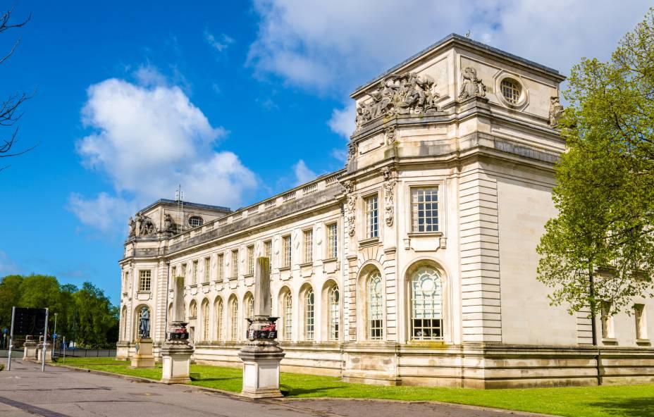 O Tribunal da Coroa de Cardiff ocupa um belo edifício, listado como uma das construções mais interessantes do Reino Unido. Por aqui, há julgamentos e outros eventos importantes para a justiça do País de Gales