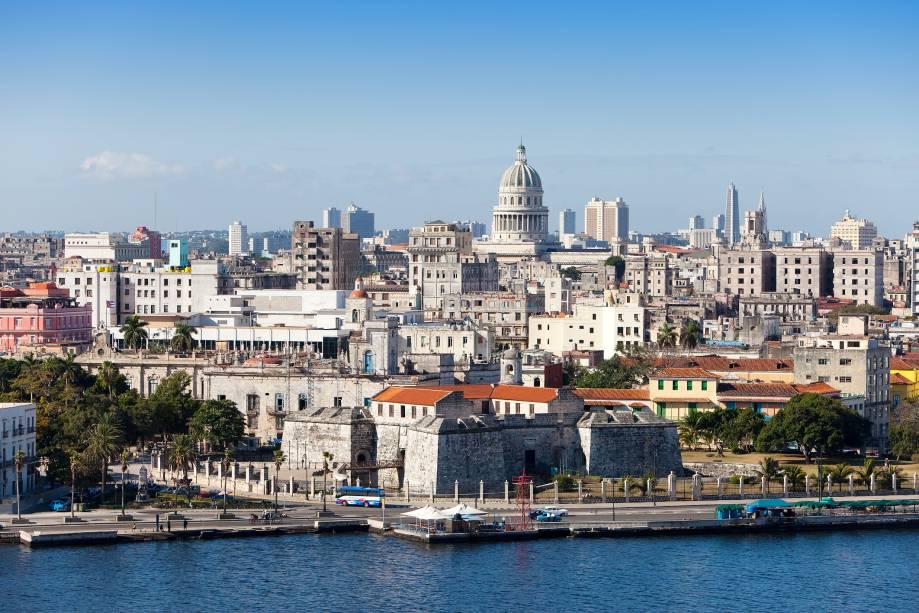 Vista do centro velho de Havana, a partir da baía