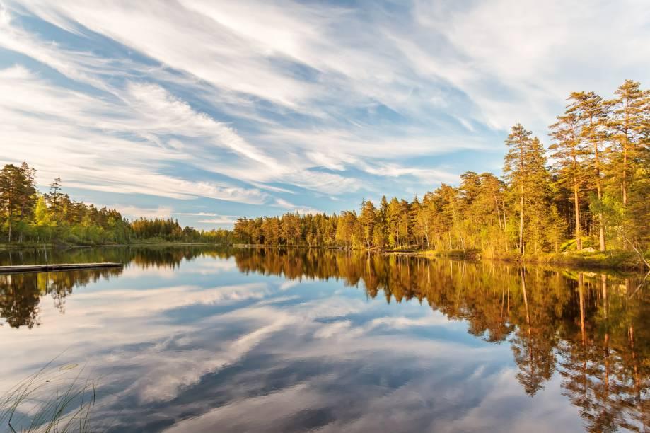 A província de Smaland fica localizada na região de Götaland, uma das principais regiões históricas do país. Por aqui, há muitos pinheiros, lagos e florestas enormes - cenários propícios a piqueniques, pesca e canoagem