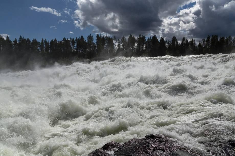 Os lagos estão entre as paisagens que marcam a identidade da Suécia: são aproximadamente cem mil deles espalhados por suas extensas regiões e ocupando quase 10% da área total do país