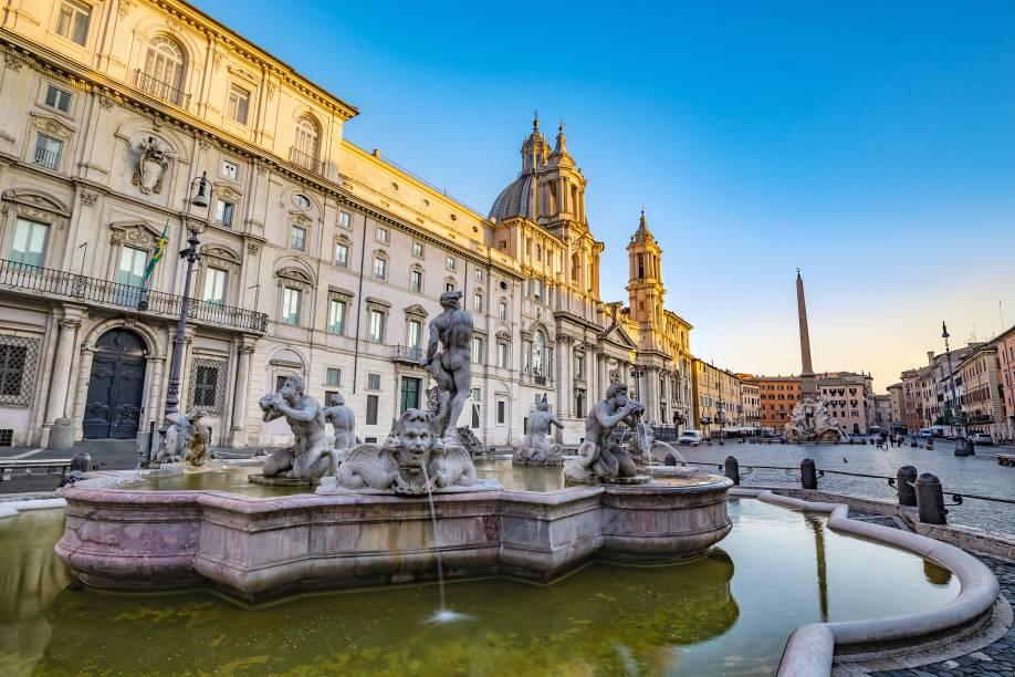 É na Piazza Navona que fica a Embaixada do Brasil em Roma - repare na bandeira verde e amarela, no canto da foto, à esquerda