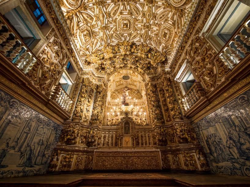 """Altar da <a href=""""http://viajeaqui.abril.com.br/estabelecimentos/br-ba-salvador-atracao-igreja-e-convento-de-sao-francisco"""" rel=""""Igreja e Convento de São Francisco"""" target=""""_blank"""">Igreja e Convento de São Francisco</a>, no <a href=""""http://viajeaqui.abril.com.br/estabelecimentos/br-ba-salvador-atracao-pelourinho"""" rel=""""Pelourinho"""" target=""""_blank"""">Pelourinho</a>. A quantidade de ouro, a riqueza de detalhes e o tamanho fazem com que este seja considerado o principal representante do barroco da Bahia"""