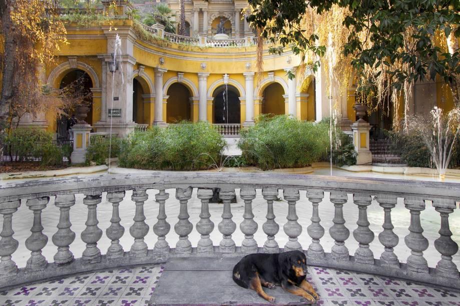 """<strong>2. <a href=""""http://viajeaqui.abril.com.br/estabelecimentos/chile-santiago-atracao-cerro-santa-lucia"""" rel=""""Cerro Santa Lucía"""" target=""""_blank"""">Cerro Santa Lucía</a></strong>        Diversas obras de estilo neoclássico (como fontes e esculturas) pontuam o Cerro Santa Lucía, criando uma oportunidade fantástica para grandes ensaios fotográficos"""