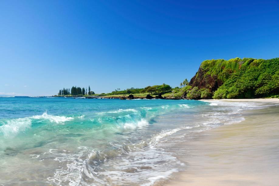 <strong>4. Hamoa Beach, Maui, Havaí</strong>Falésias, vegetação e palmeiras fazem de Hamoa Beach um pequeno paraíso havaiano