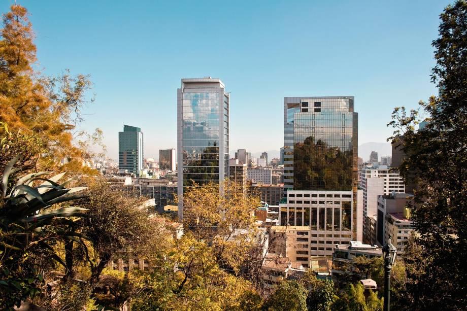 """<strong>2. <a href=""""http://viajeaqui.abril.com.br/estabelecimentos/chile-santiago-atracao-cerro-santa-lucia"""" rel=""""Cerro Santa Lucía"""" target=""""_blank"""">Cerro Santa Lucía</a></strong>        Outro mirante imperdível na capital chilena é o Cerro Santa Lucía, localizado na região central de Santiago e que proporciona uma visão panorâmica completa da cidade. Ao subir no local, o turista chega a uma altura de quase 650 metros acima do nível do mar e, além de poder admirar os edifícios e montanhas de Santiago, tem a chance de curtir obras arquitetônicas extremamente interessantes"""