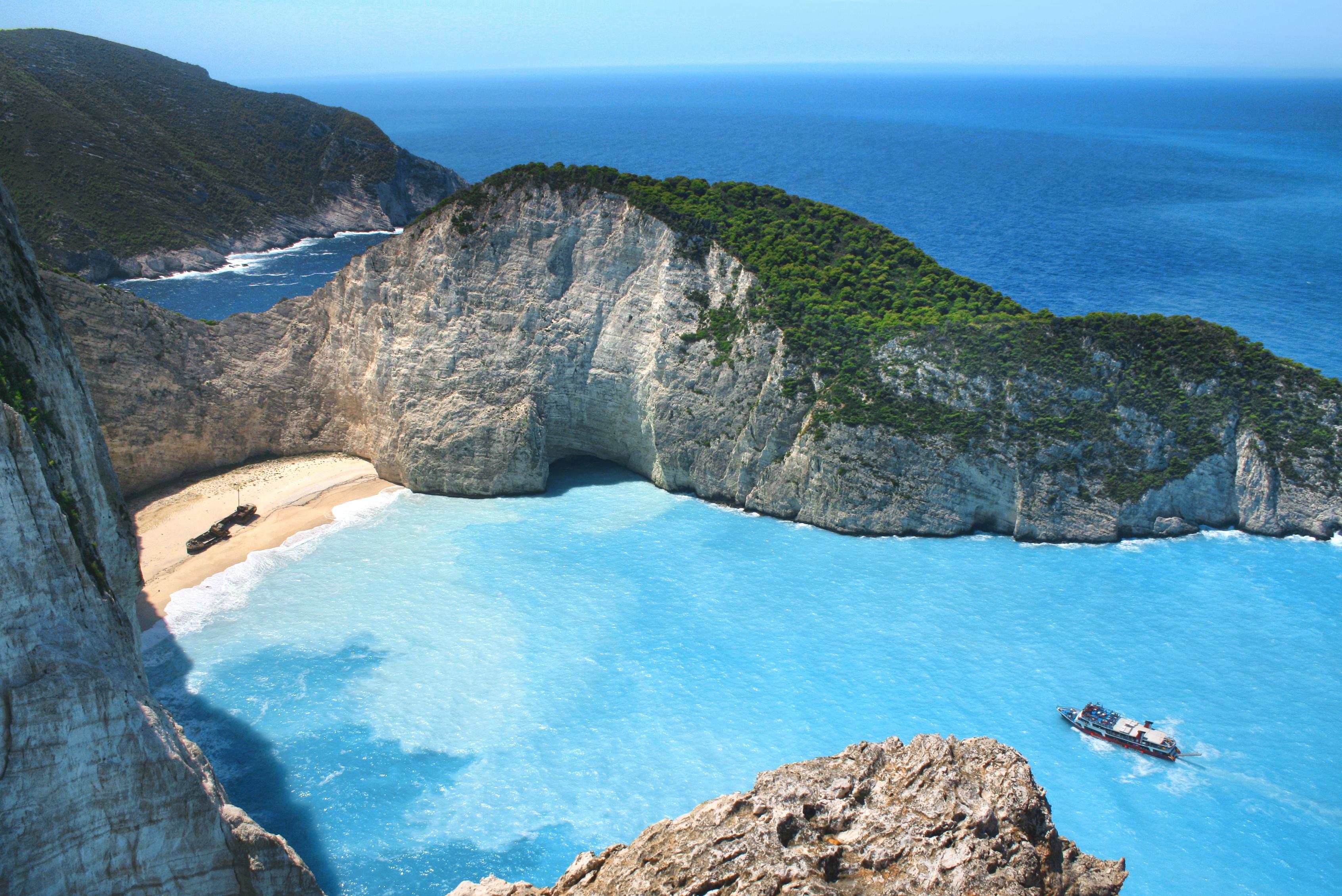 Falésias pelo mundo - Praia de Navagio ou Shipwreck, Grécia