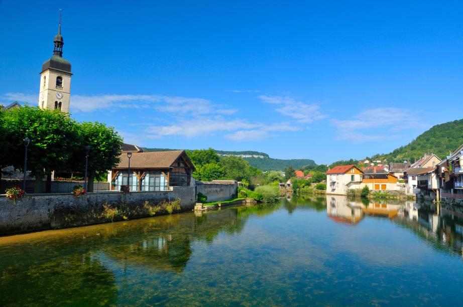 A pequena Ornans encanta os turistas com suas casinhas antigas a beira do rio. A cidade natal do pintor Gustave Courbet abriga um museu com uma coleção de suas obras