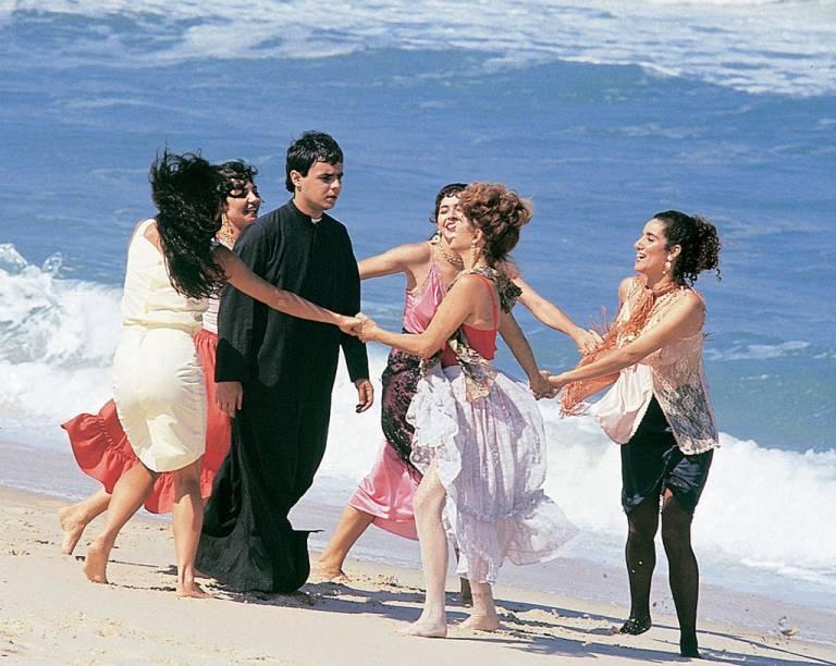 """<em><strong>Tieta</strong></em> foi exibida entre 1989 e 1990 na TV Globo. A cidade cenográfica, construída numa área de 10 mil m² em Guaratiba, zona oeste do <a href=""""http://viajeaqui.abril.com.br/cidades/br-rj-rio-de-janeiro"""" target=""""_self"""">Rio de Janeiro</a>, representou a fictícia Santana do Agreste, no Nordeste do Brasil. Para as cenas de abertura da novela, o cenário foi <a href=""""http://viajeaqui.abril.com.br/cidades/br-ba-mangue-seco/"""" target=""""_self"""">Mangue Seco</a>, pequeno e belíssimo vilarejo na <a href=""""http://viajeaqui.abril.com.br/estados/br-bahia"""" target=""""_self"""">Bahia</a>"""