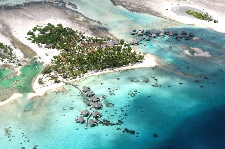 """Vista aérea do <a href=""""http://www.booking.com/hotel/pf/tikehau-pearl-beach-resort.pt-br.html?aid=332455&label=viagemabril-hoteisflutuantes"""" rel=""""Tikehau Pearl Beach Resort"""" target=""""_blank"""">Tikehau Pearl Beach Resort</a>"""