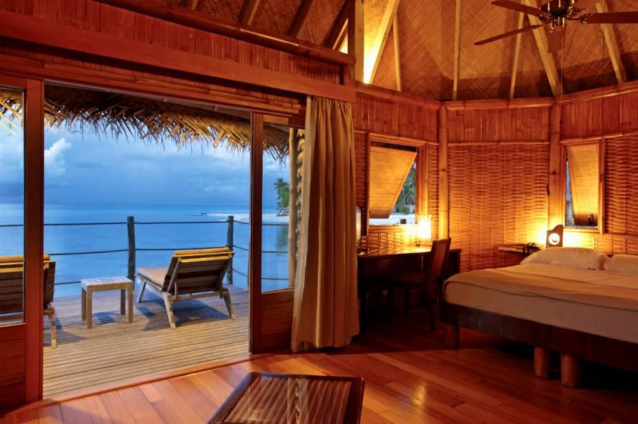 """O <a href=""""http://www.booking.com/hotel/pf/tikehau-pearl-beach-resort.pt-br.html?aid=332455&label=viagemabril-hoteisflutuantes"""" rel=""""resort"""" target=""""_blank"""">resort</a> oferece massagens tradicionais da Polinésia à base de ingredientes locais, aulas de danças nativas e aulas de culinária típica das ilhas com o chef do hotel. Além disso, ainda é possível eternizar sua memória das ilhas fazendo uma tatuagem polinésia com um tatuador nativo da ilha."""