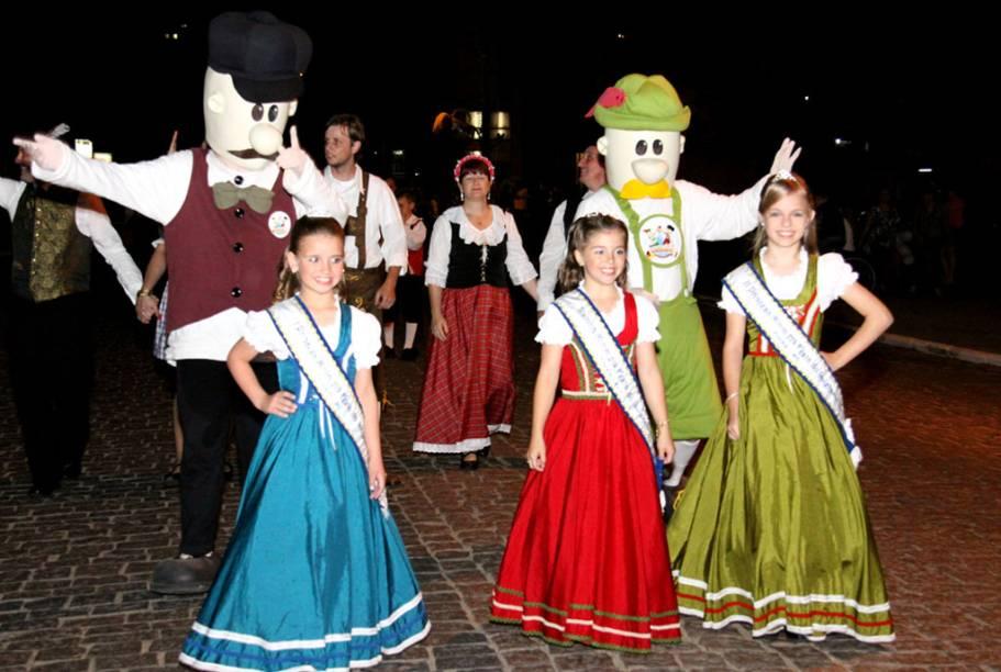 Desfile durante a Festa do Imigrante de Timbó