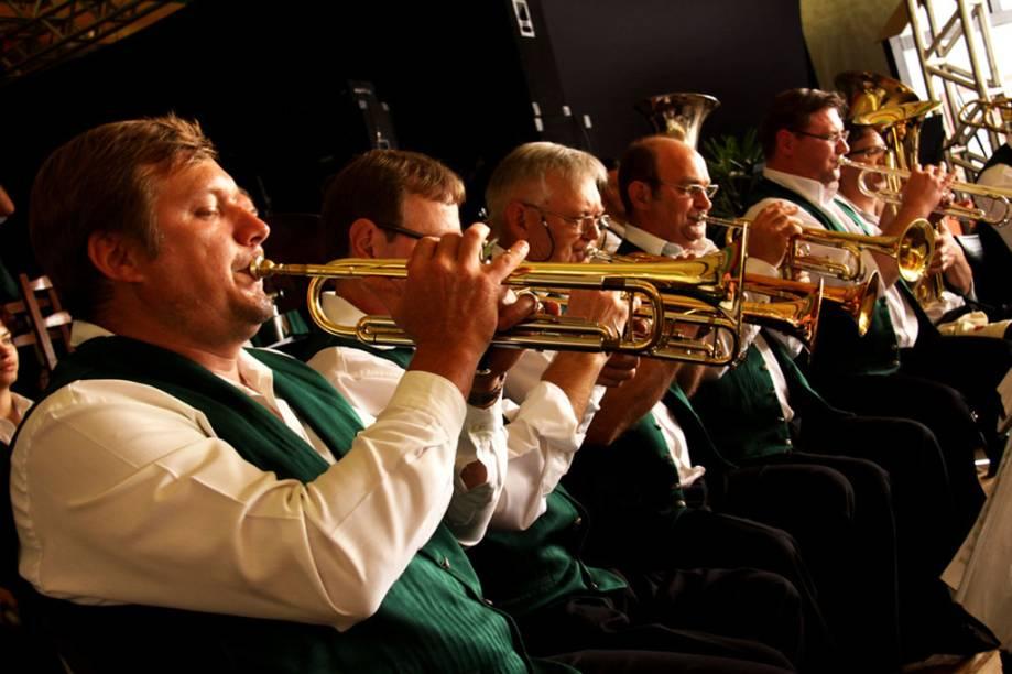 Bandas típicas alemãs se apresentam na Festa do Imigrante de Timbó