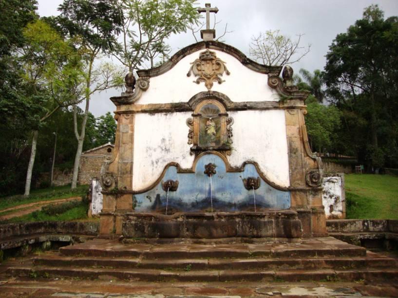 O <strong>Chafariz de São José</strong> é uma construção de 1749. Na parte de cima, há uma imagem de terracota de S. José de Botas, do século 18