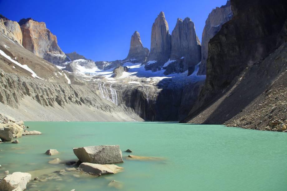 """No entorno do <strong><a href=""""http://viajeaqui.abril.com.br/cidades/chile-torres-del-paine"""" rel=""""Parque Torres del Paine"""" target=""""_blank"""">Parque Torres del Paine</a></strong>, é possível encontrar um grande conjunto de geleiras, dentre as quais destaca-se a Grey, cercada pelo lago homônimo. Os lagos daqui, aliás, possuem águas em tons de azul e verde com um aspecto leitoso, decorrente da alta carga de minerais de suas encostas"""