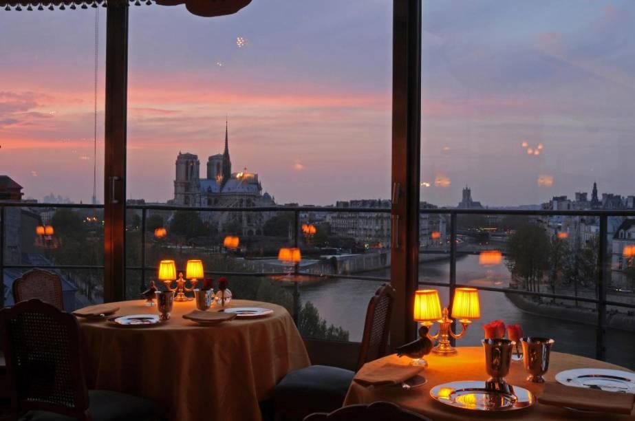 O Tour dArgent é um dos mais famosos restaurantes de Paris. Pode estar um pouco datado, mas seus pratos continuam sendo clássicos e a vista é imbatível